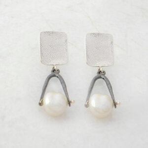 Hänge-Ohrringe mit Perlen designed und handangefertigt in Athen