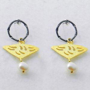 Bi-Color Ohrringe Dreiecke mit Perle, Schmuck aus Griechenland